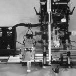 На фото: автоматическая печать на предметных стёклах для микроскопа. Модель CC-5000