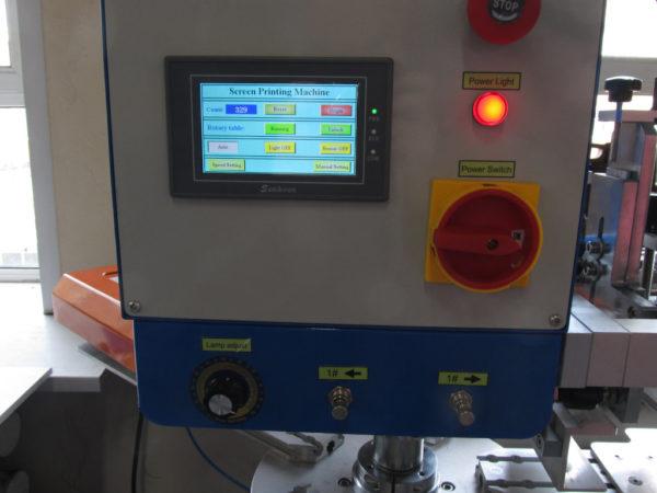 Сенсорный экран панели управления станка для печати этикеток на футболках