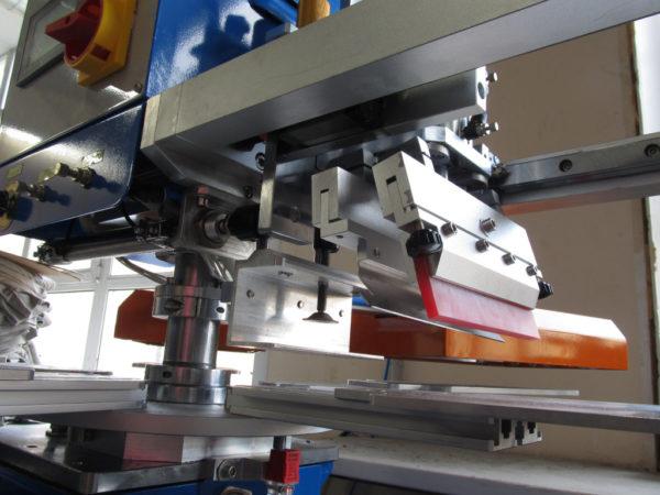 Ракельная каретка станка для печати этикеток на футболках